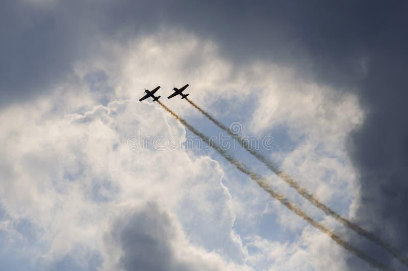 Download Manifestazione Degli Aerei Di Acrobazie Aeree Immagine Stock - Immagine di sincrono, aerobatics: 56880443