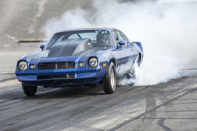 Manifestazione del fumo di Chevrolet Camaro fotografie stock