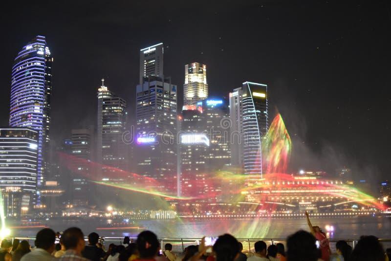 Manifestazione dell'acqua e della luce a Marina Bay Sands fotografia stock libera da diritti