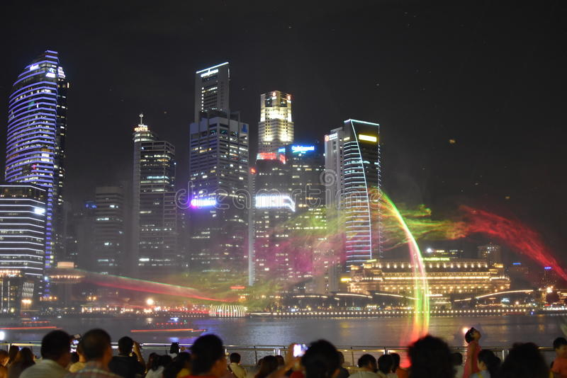 Manifestazione dell'acqua e della luce a Marina Bay Sands fotografia stock