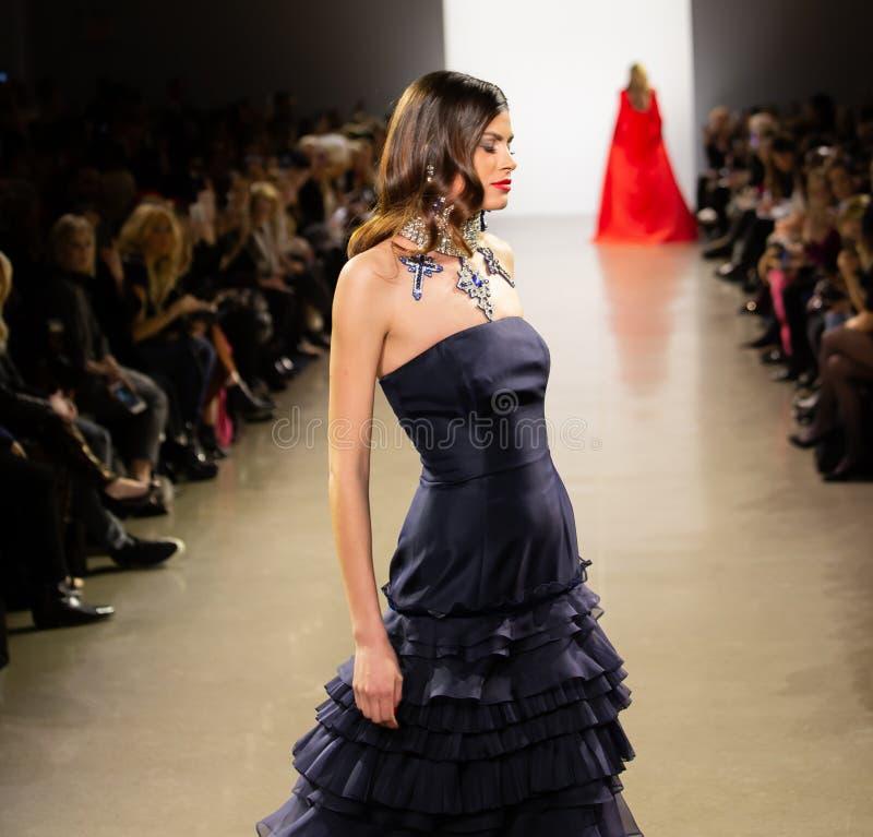 Manifestazione della pista di Zang Toi FW19 come componente là del New York Fashion Week immagini stock
