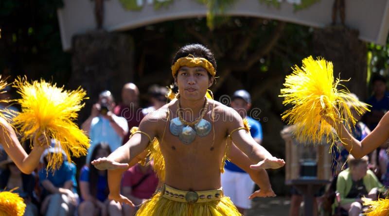Manifestazione di ballo al centro culturale polinesiano immagini stock
