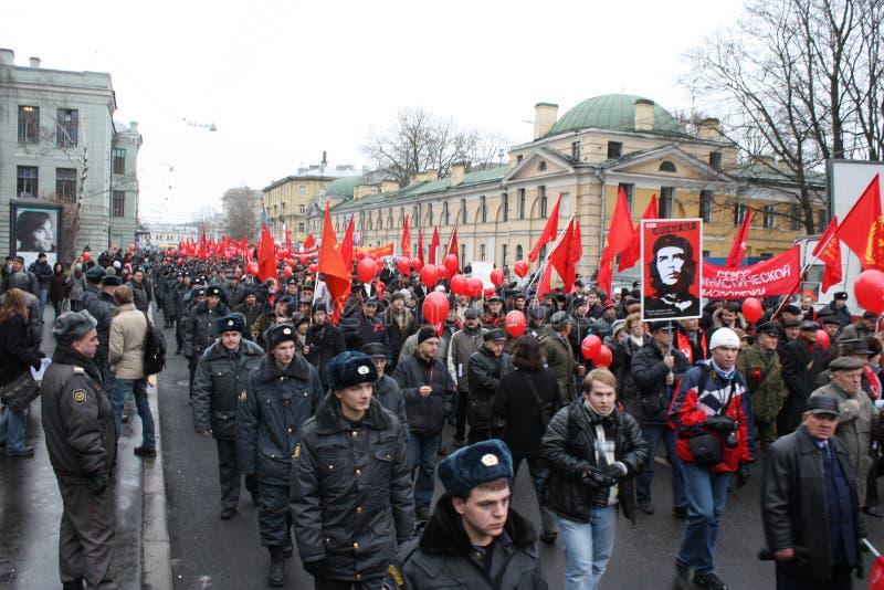 Manifestazione di massa di parte di sinistra russa il 7 novembre fotografia stock libera da diritti