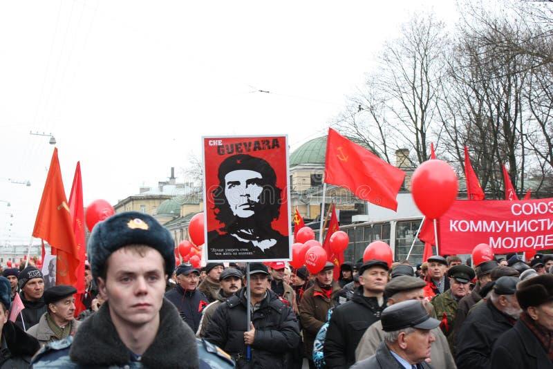 Manifestazione di massa di parte di sinistra russa il 7 novembre immagini stock