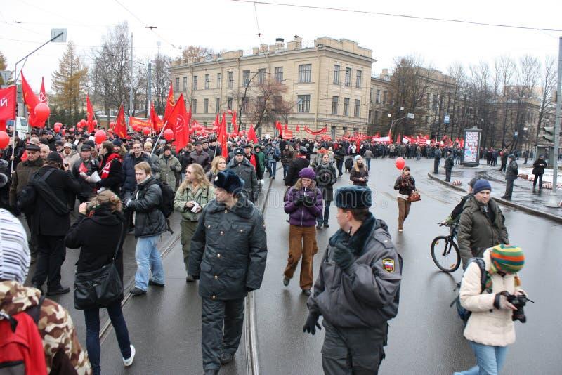 Manifestazione di massa di parte di sinistra russa il 7 novembre fotografie stock libere da diritti