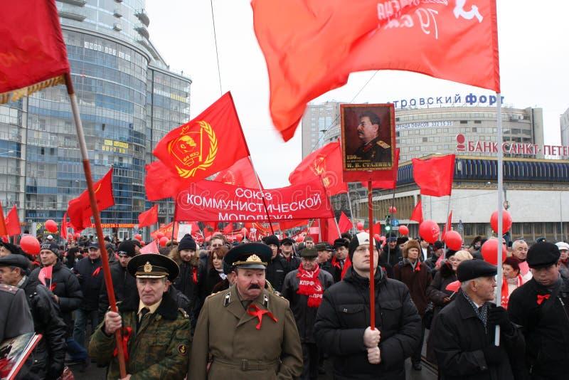 Manifestazione di massa di parte di sinistra russa il 7 novembre immagine stock libera da diritti