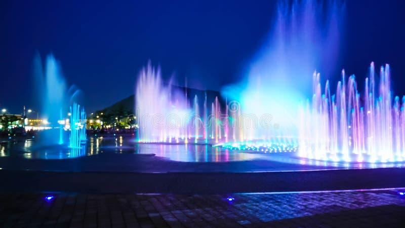 Manifestazione vaga della fontana con illuminazione a Dadaepo a Busan, fotografia stock