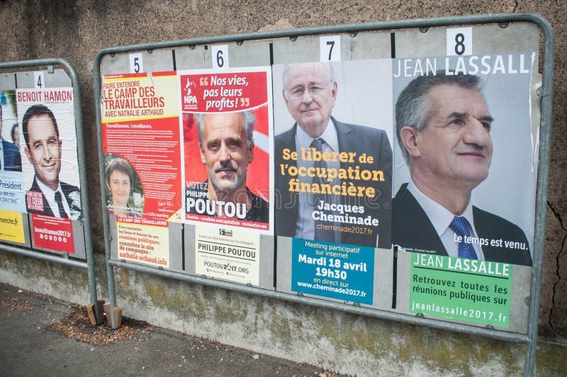 manifesti ufficiali di campagna dei capi di partito politico un degli undici candidati che corrono nel electi presidenziale franc fotografia stock