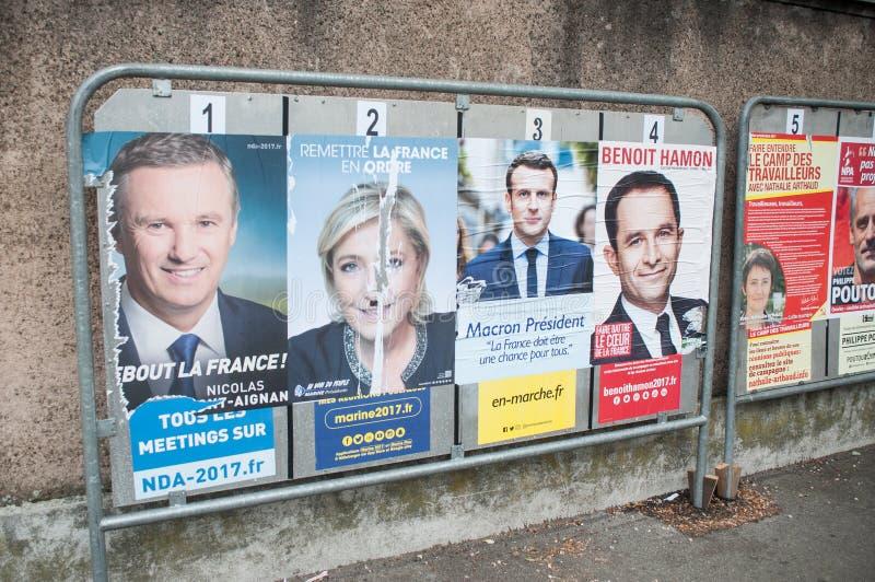 manifesti ufficiali di campagna dei capi di partito politico un degli undici candidati che corrono nel electi presidenziale franc fotografia stock libera da diritti