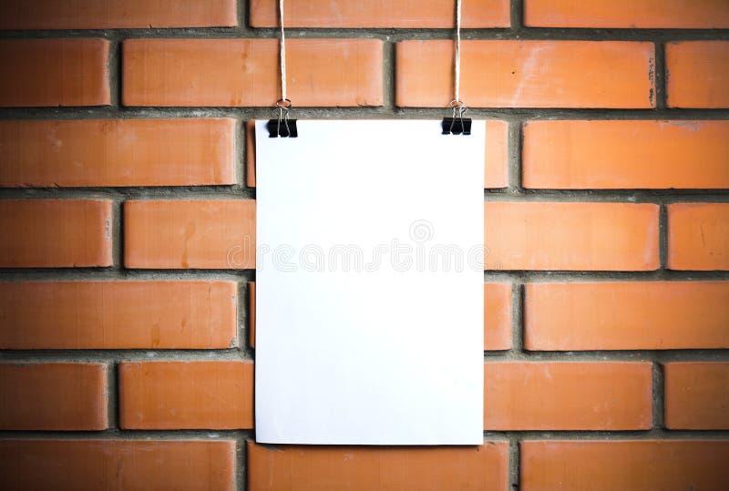 Manifesto bianco in bianco su una corda immagine stock libera da diritti
