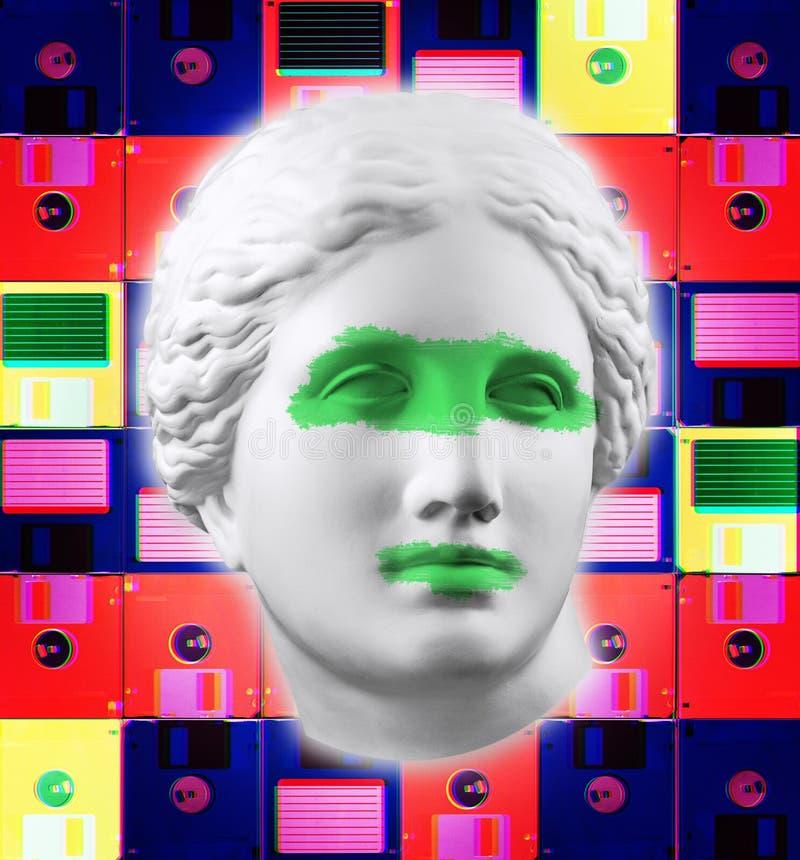 Manifesto concettuale moderno di arte con la statua antica del fronte ed il dischetto Collage di arte contemporanea fotografia stock libera da diritti