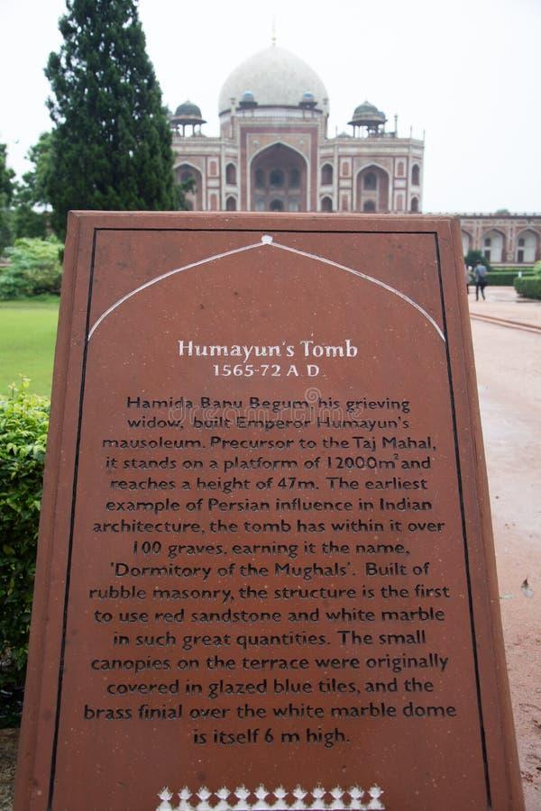Manifesto informativo della tomba di Humayun, a Delhi, l'India fotografia stock