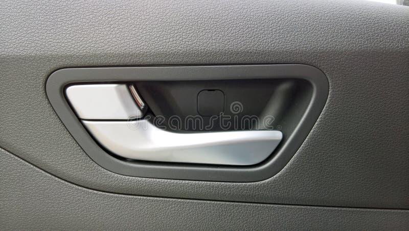 Maniglia di porta dell'automobile per l'apertura della porta fotografie stock libere da diritti