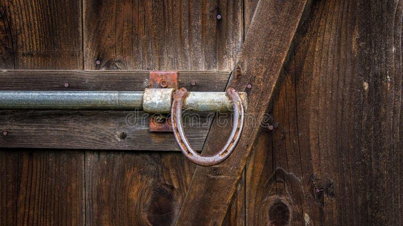 Maniglia di porta a ferro di cavallo del granaio immagine for Piani del granaio di campagna