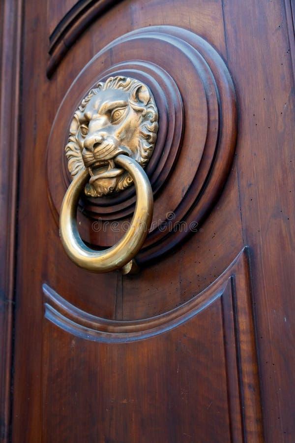 Maniglia di porta a forma di della testa d 39 ottone del - Maniglia della porta ...
