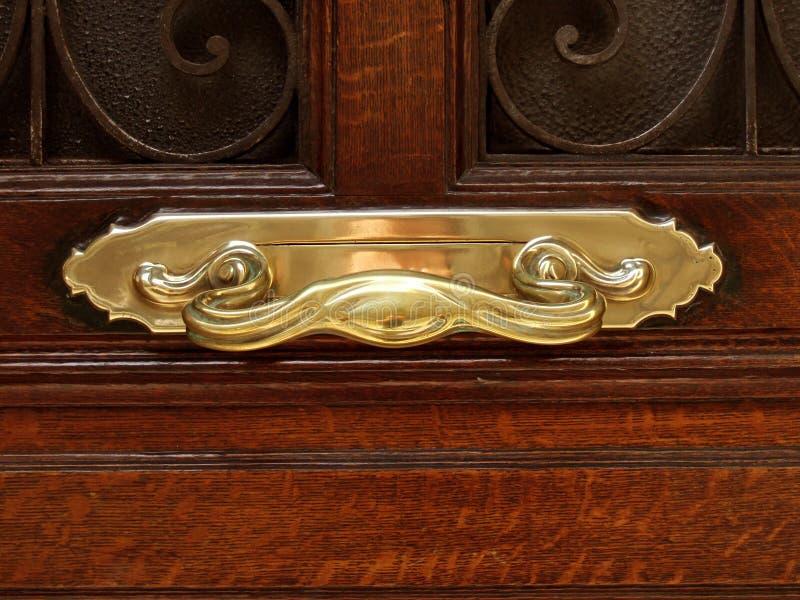 Maniglia di portello dorata immagine stock
