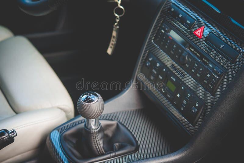 Maniglia e cabina di pilotaggio del cambio di Audi S4 immagine stock libera da diritti