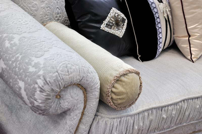 Maniglia e cuscino del sofà in panno