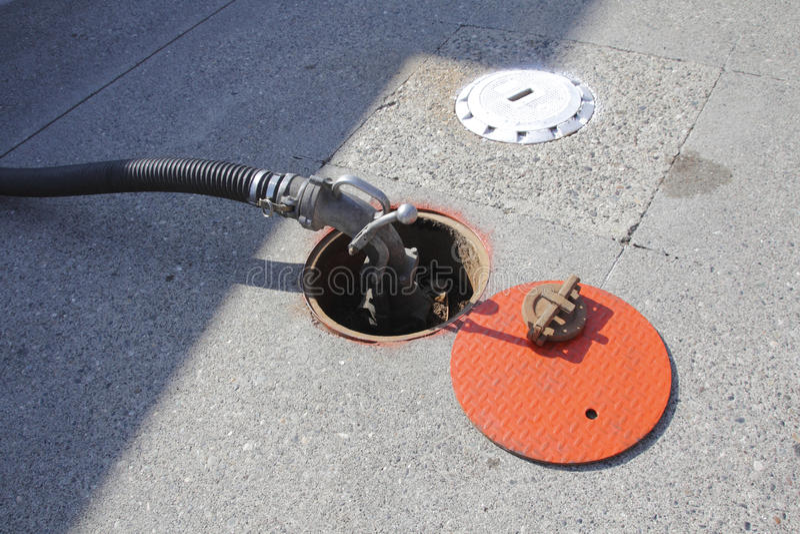 Manija de la bomba para aprovisionar de combustible de la gasolinera imagen de archivo
