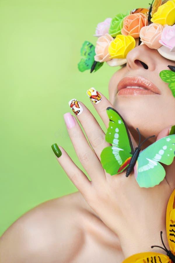 Manikyr med fjärilar royaltyfria bilder