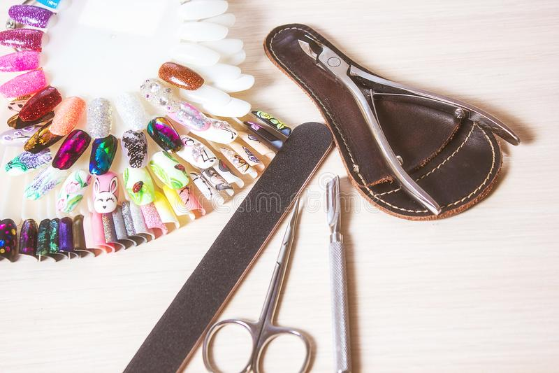 Manikyrhjälpmedel gör för att spika upp polerade produkter Borsten för att måla på spikar Kroppomsorg, Spa behandlingar royaltyfri fotografi