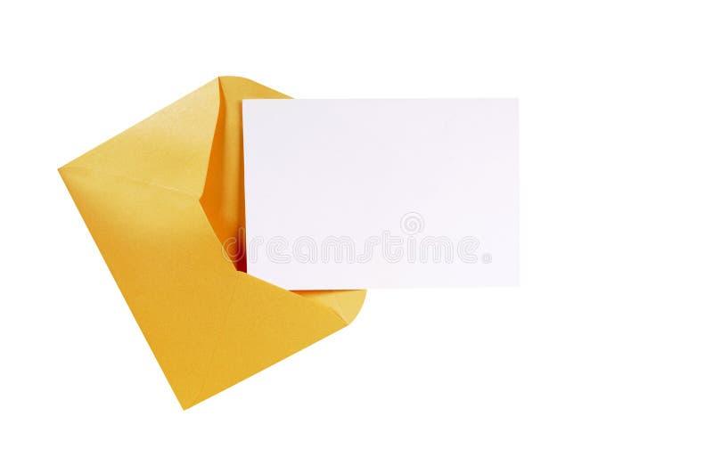 Manila brünieren Umschlag mit leerer Mitteilungskarte oder Buchstaben, der Kopienraum, lokalisiert stockfoto