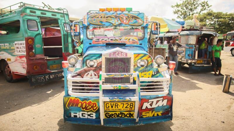 Manila, Filipinas - 5 de enero de 2018: Jeepney es el transporte público más popular de las Filipinas imágenes de archivo libres de regalías