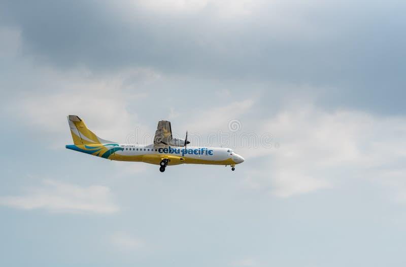 MANILA, FILIPINAS - 2 DE FEVEREIRO DE 2018: Aterrissagem RP-C7287 do ATR 72-600 das linhas aéreas de Cebu Pacific no aeroporto in imagens de stock royalty free