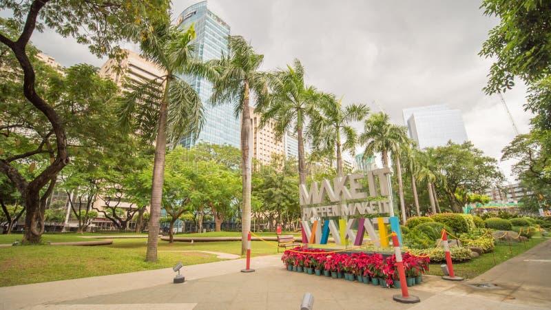MANILA, FILIPINAS - 28 DE NOVIEMBRE DE 2017: Triángulo de Ayala en la ciudad de Makati, metro Manila, Filipinas El metro Manila e imagen de archivo