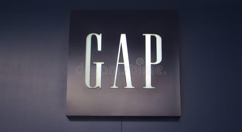 Manila, Filippine - 26 giugno 2016: Logo della marca famosa Gap di modo in centro commerciale dell'Asia, Manila, Filippine immagine stock libera da diritti