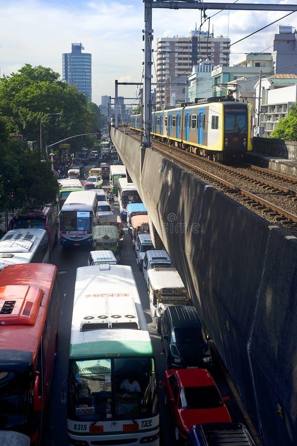 Manila-helle Schienen-Durchfahrt stockfotografie