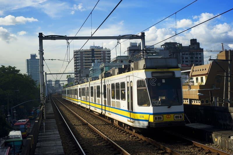 Manila-helle Schienen-Durchfahrt lizenzfreie stockbilder