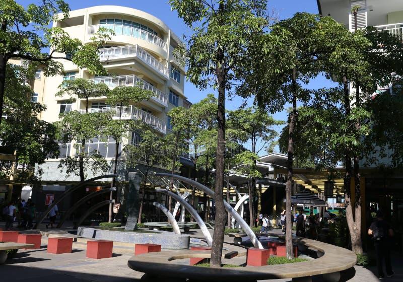 MANILA - MAJ 17: Den fot- Bonifacio High Street i Bonifac arkivfoto