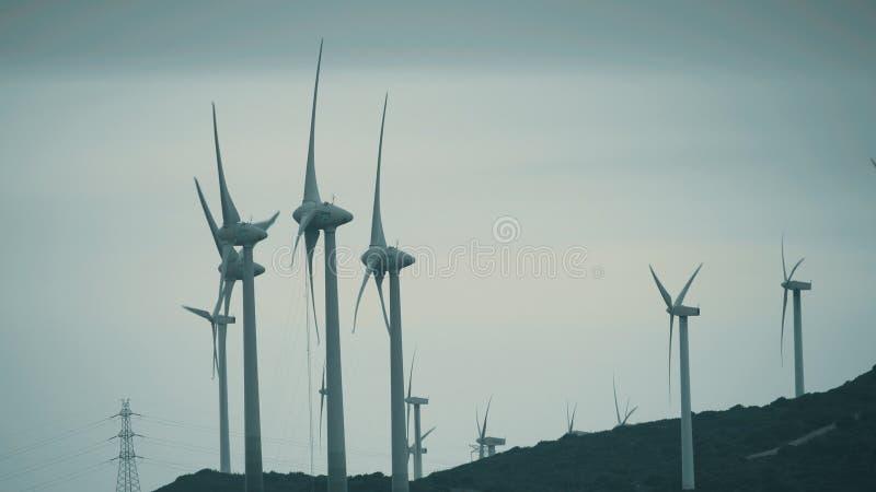 MANILVA, SPANJE - SEPTEMBER 27, 2018 Windgenerators die duurzame stroom veroorzaken royalty-vrije stock foto