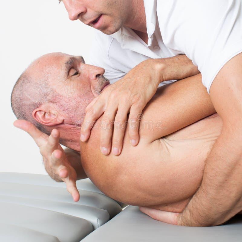 Manipulation de physiothérapie image libre de droits