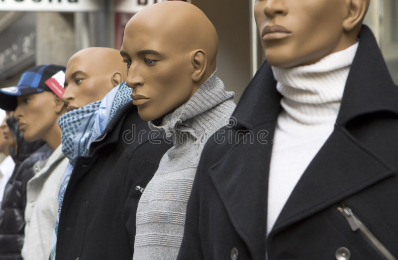 Maniquí masculino en la calle imágenes de archivo libres de regalías