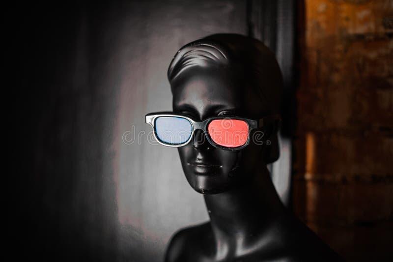 Maniquí negro en vidrios estéreos fotos de archivo libres de regalías