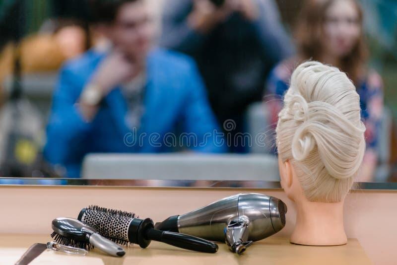 Maniquí para el entrenamiento del peluquero fotos de archivo libres de regalías