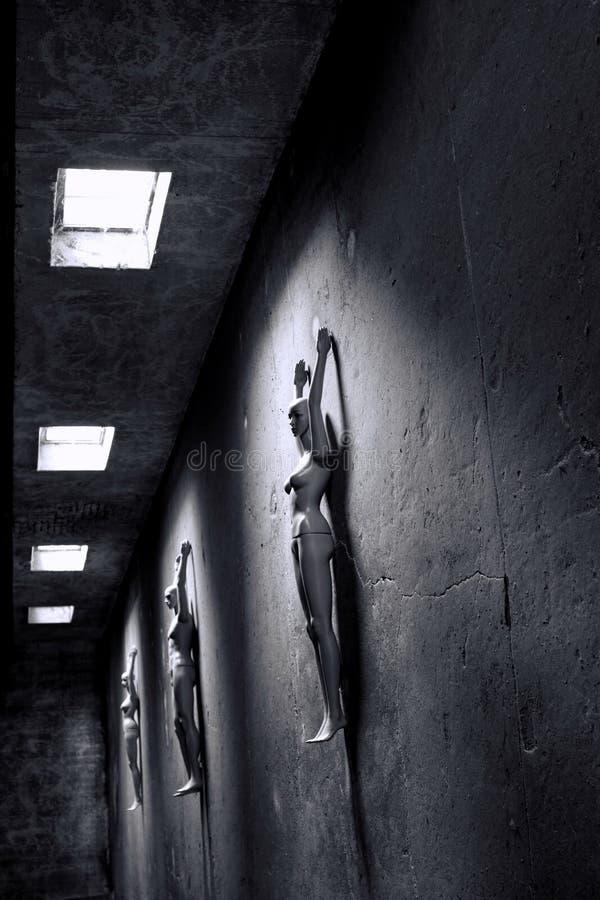 Maniquíes que mienten en sitio oscuro - brazos para arriba fotografía de archivo