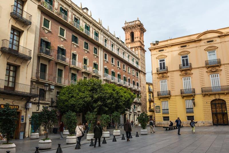 Manises fyrkant och torn av helgonet Bartolome i Valencia arkivbild
