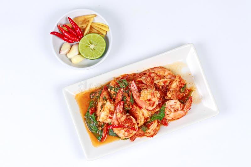 Manjericão picante fritada com camarão com prato lateral fotos de stock royalty free