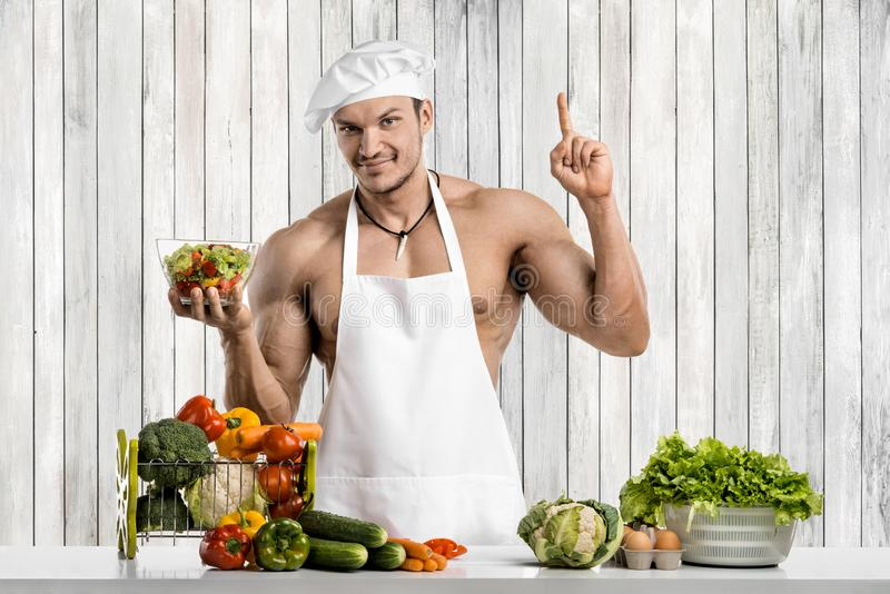 Mankroppsbyggare på kök royaltyfria foton