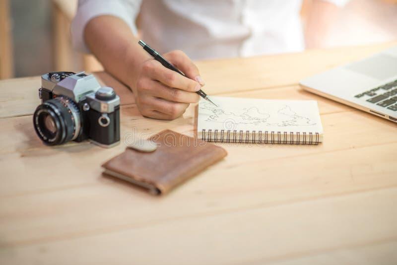 Manlig översikt för handhandstilvärld på anteckningsboken royaltyfria foton