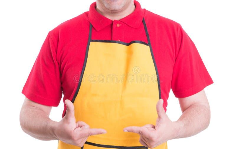Manlig anställd som gör ramgest med händer arkivbild
