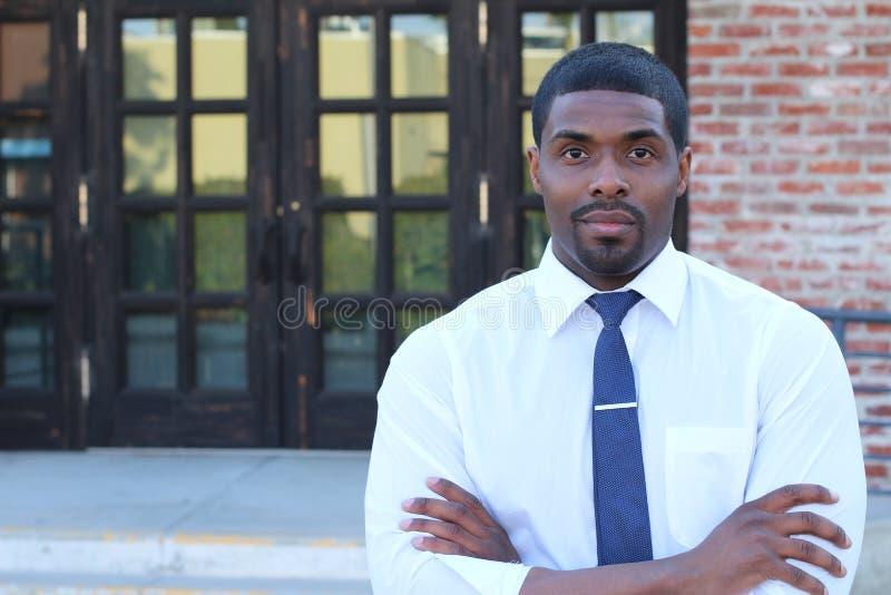 Manlig högstadiumlärare Standing By Entrance arkivfoto
