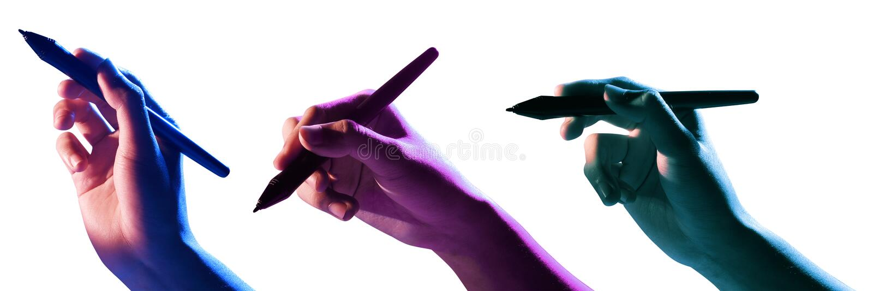 Manlig hand genom att använda den svarta markören royaltyfria foton