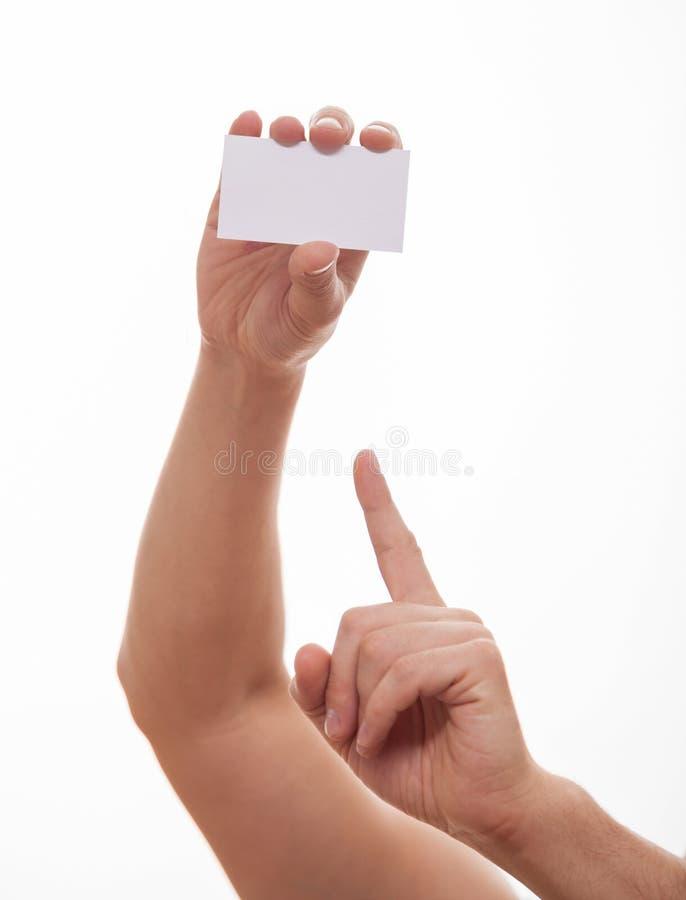Manlig hand som indikerar ett tomt affärskort arkivfoto