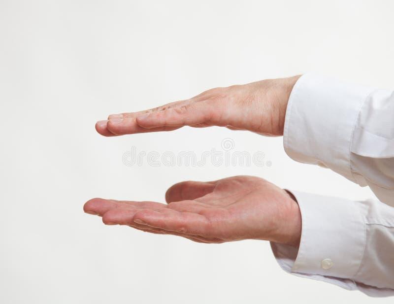 Manlig hand som visar en korpulens fotografering för bildbyråer