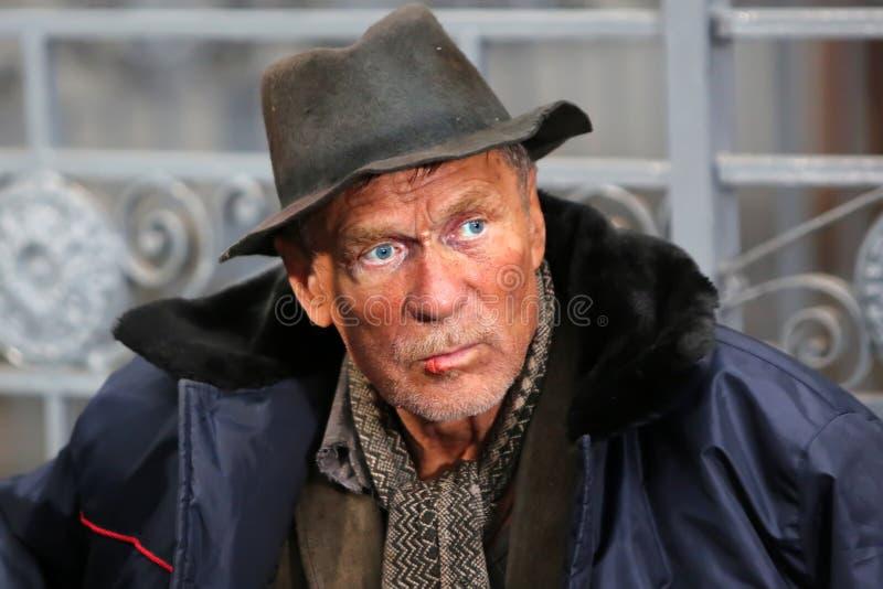 Manlig hemlös tiggare fotografering för bildbyråer