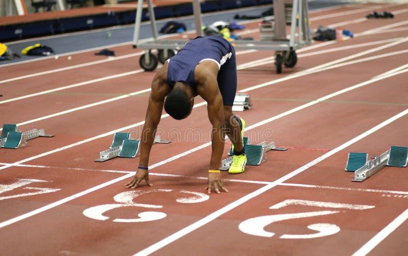 Manlig idrottsman nen på torvan royaltyfri fotografi